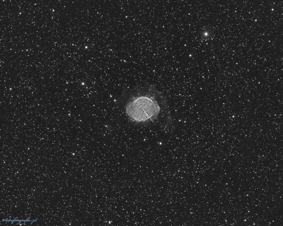 Jak umierać to z klasą… Mgławica planetarna M27 w paśmie Ha
