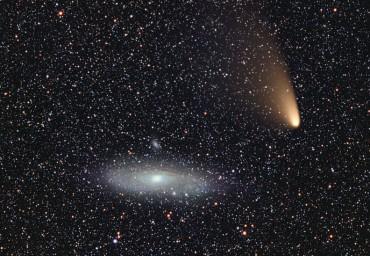 Kometa C/2011 L4 PANSTARRS bliska koniunkcja z galaktyką M31