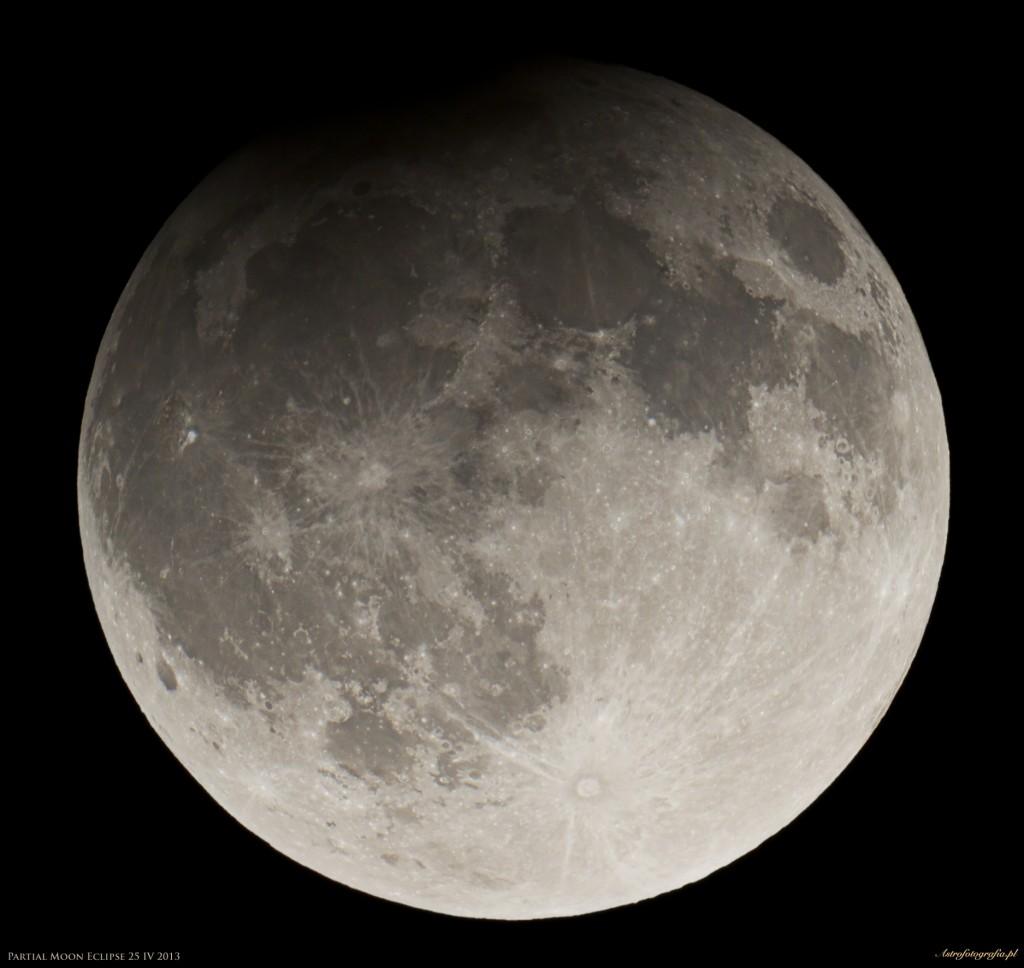 Częściowe zaćmienie Księżyca 25 IV 2013 - moment największej fazy!