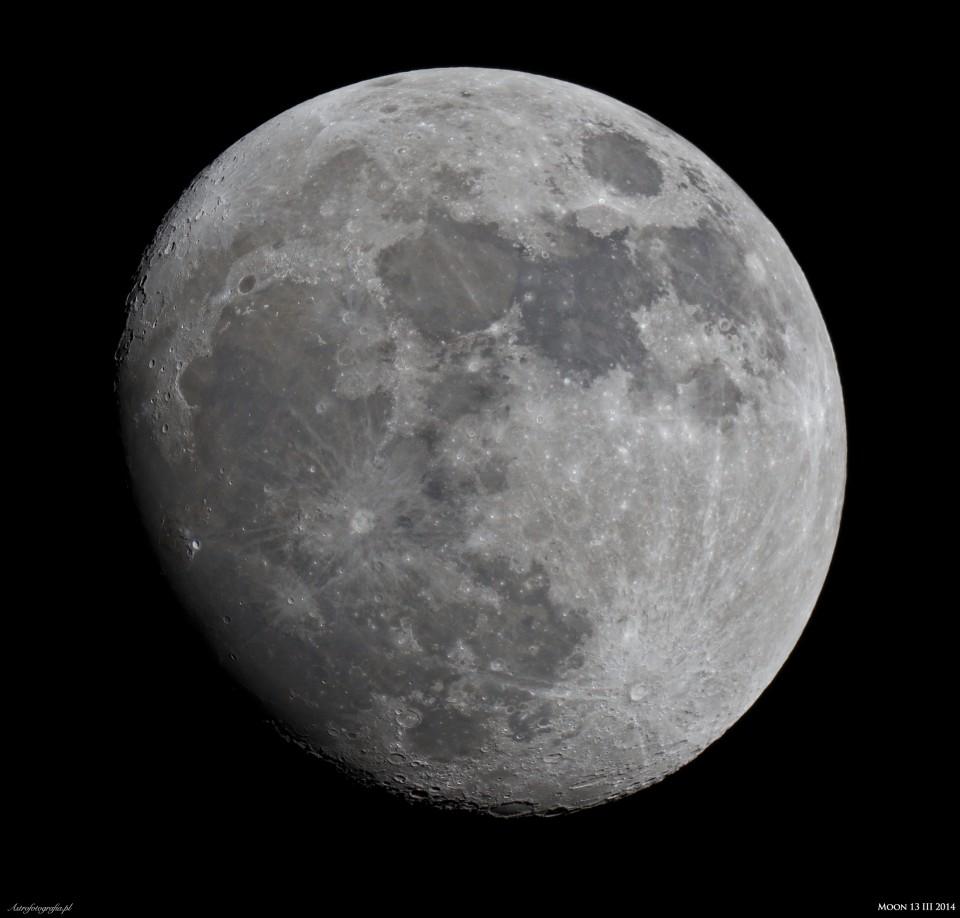 Księżyc 3 dni przed pełnią.