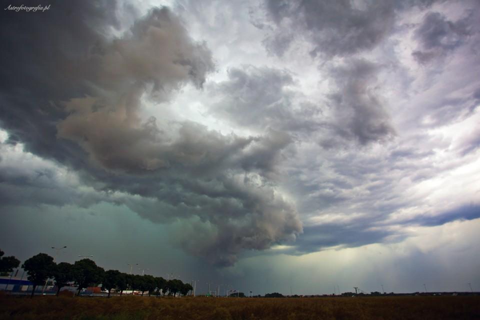 Chmury Szelfowe – burze nad Polską.